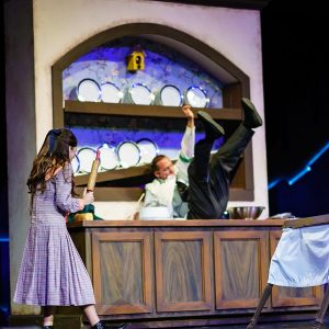 Mary-poppins-theatre-stage-5